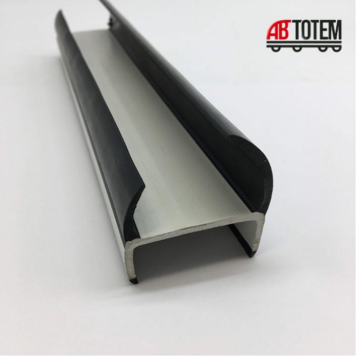 Резинопластиковый уплотнитель П-образный 40 мм.